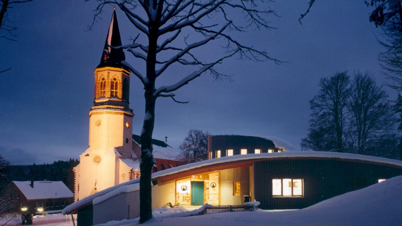 Kindergarten mit Kirche
