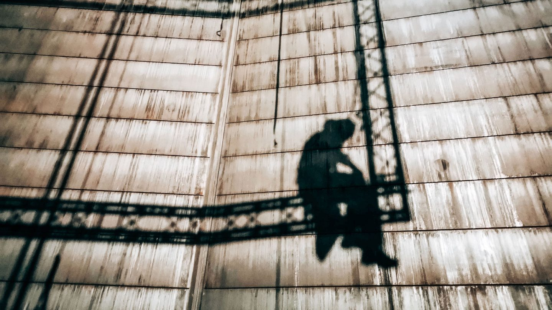 Schatten eines Industriekletterers